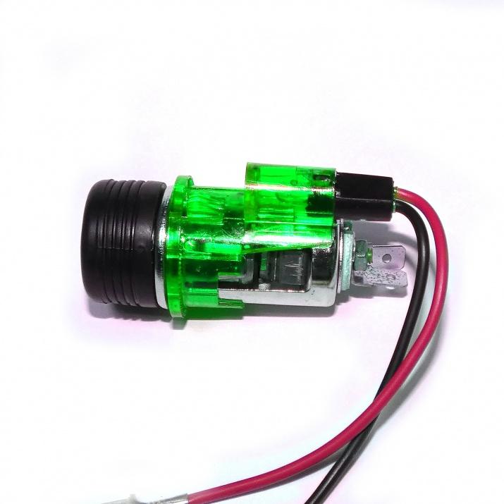 Универсална запалка за автомобил 12V с вградена светеща в зелено светлина 28мм-29мм
